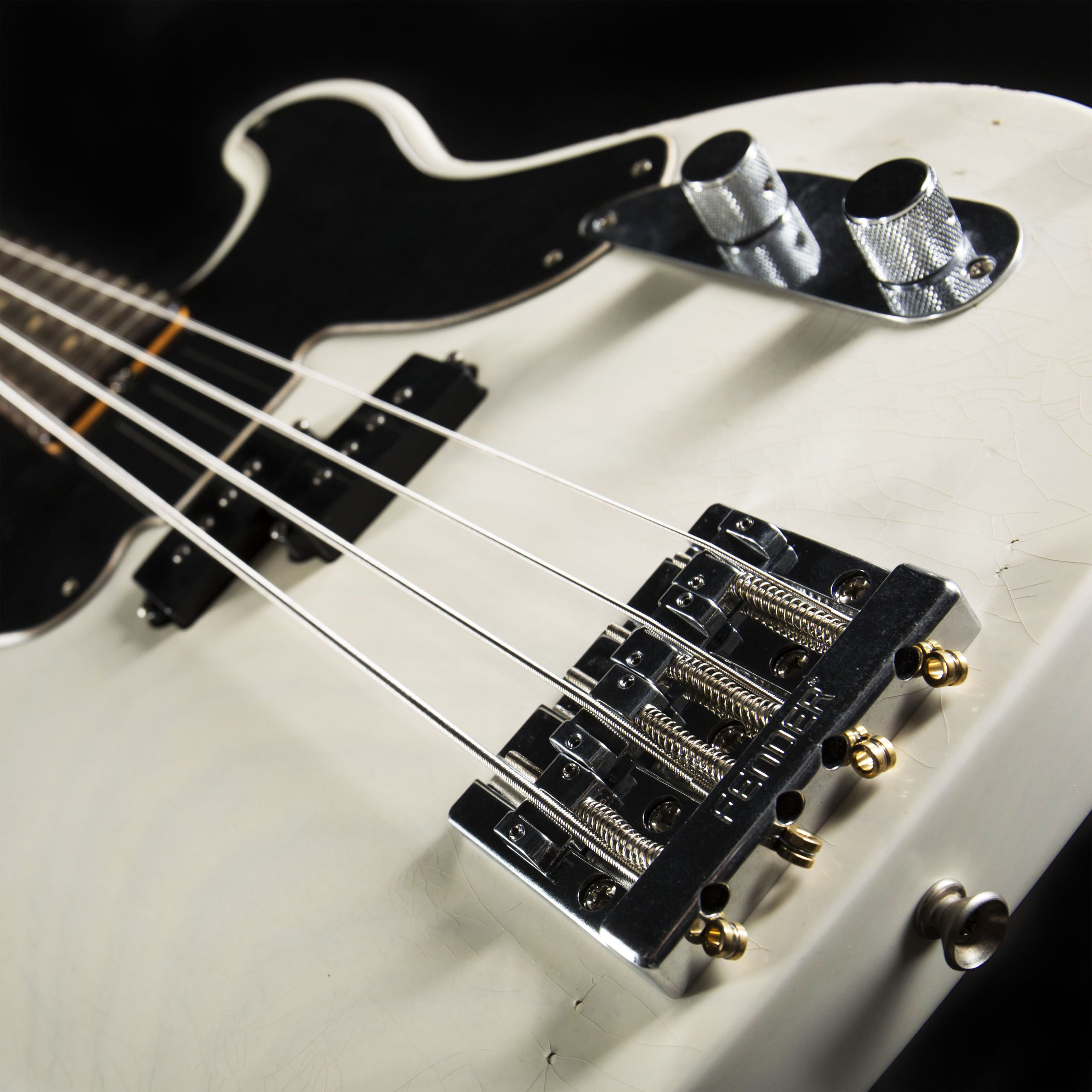 FENDER Mike Dirnt Road Worn Precision Bass RW White Blonde Brücke