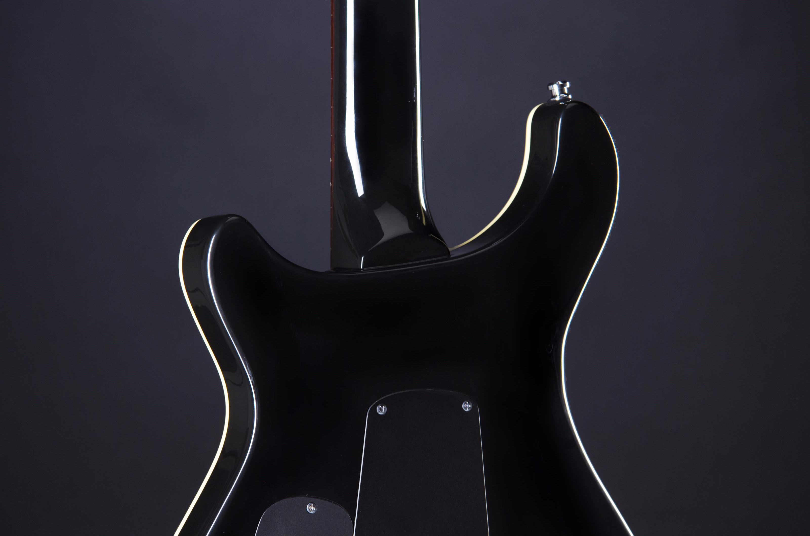 Fame Forum III Gloss Black Headstock