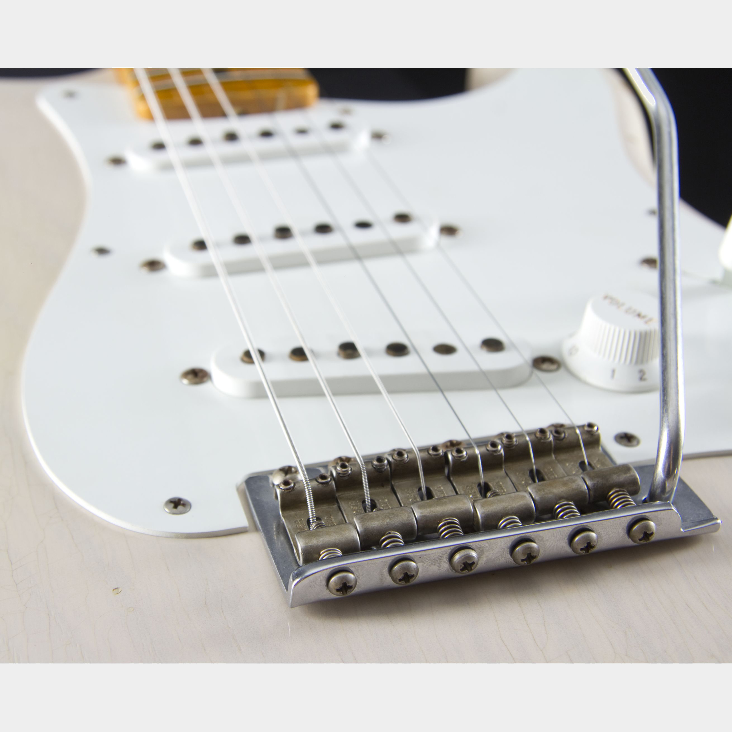 FENDER 1955 Relic Stratocaster Dirty White Blonde #CZ520102 Tremolo