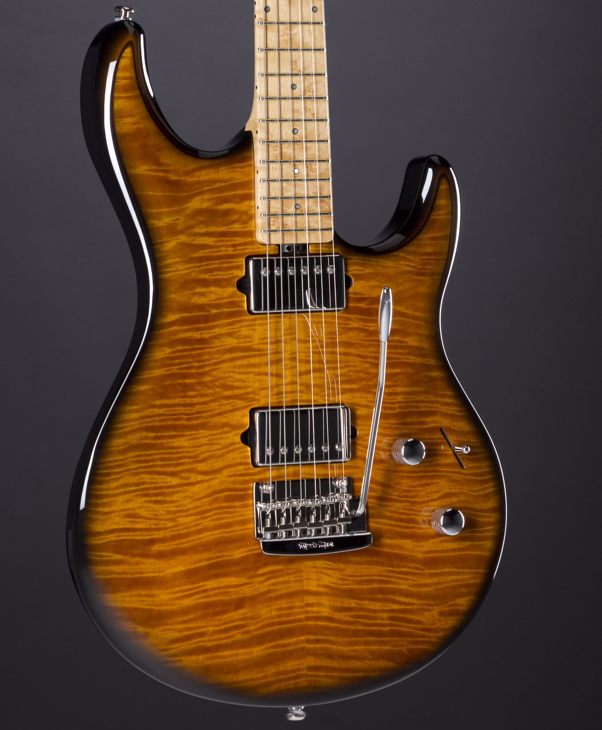 MUSIC MAN Luke III BFR Premium Dealer Network Limited Vintage Tobacco Burst Body Detail