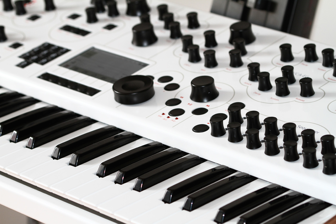 modal electronics 002 synthesizer music store professional de de. Black Bedroom Furniture Sets. Home Design Ideas