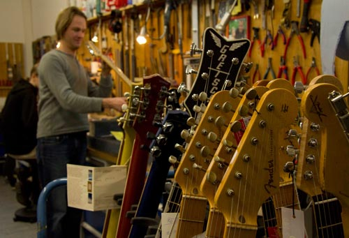 MusicStore-MusicStoreShop:/department-footer/Gitarre-2.jpg