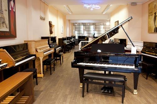 burghardt b5 klavierbank eiche rustikal sitzbezug velour schwarz. Black Bedroom Furniture Sets. Home Design Ideas