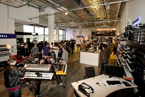 MusicStore-MusicStoreShop:/department-footer/Synthesizer-1.jpg