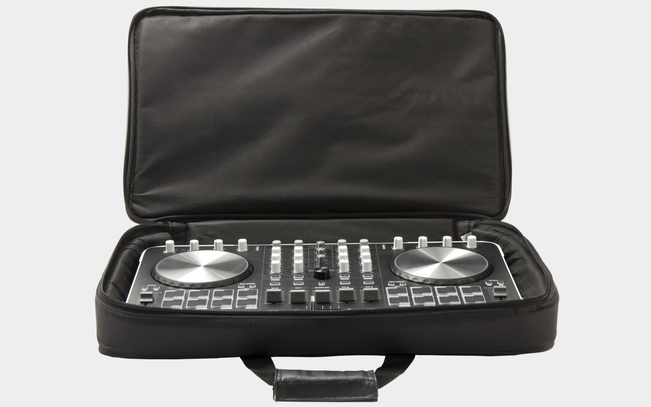 MUSIC STORE DJ Controller Bag Medium mit Reloop Beatmix 4