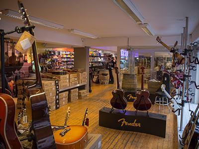 akustik gitarre spielen akustische gitarren zubeh r im acoustic guitars store in der. Black Bedroom Furniture Sets. Home Design Ideas